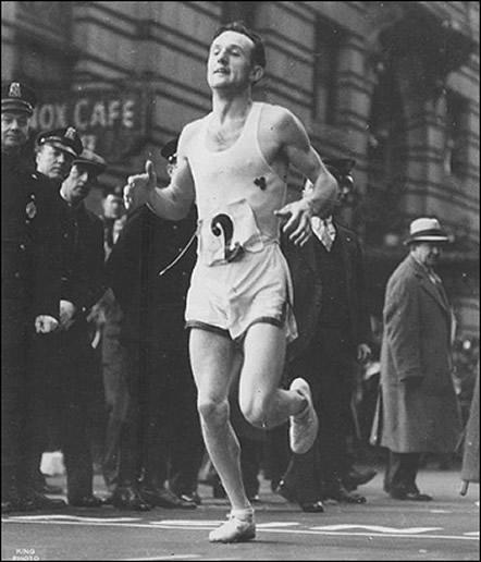 Джон Келли на Бостонском марафоне в 1935 году