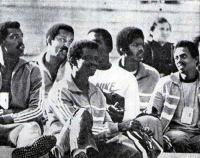 Кубинские легкоатлеты болеют за товарищей