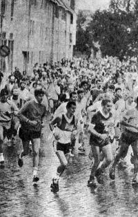 Многие сотни бегунов собирает ежегодный марафон в голландском городе Утрехте