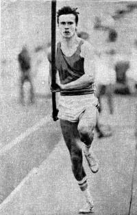 Молодой иркутянин Павел Богатырев вошел в 1984 г. в десятку лучших прыгунов мира