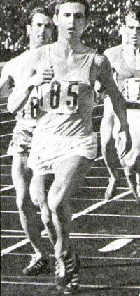 На дистанции серебряный призер XX Олимпийских игр Евгений Аржанов
