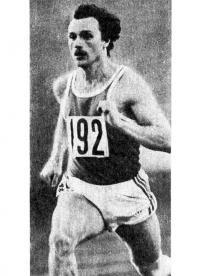 На Всемирных играх А. Евгеньев быстрее всех пробежал 200 м