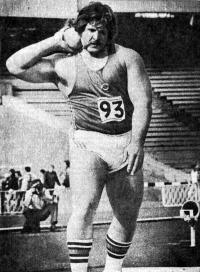 Серебряный призер Афинского чемпионата Европы в толкании ядра Я. Боярс