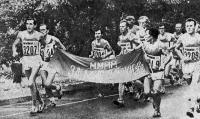 Участники марафона с эмблемами ММММ