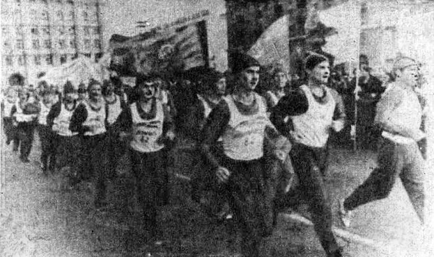 Участники пробега «Память-82» на улицах Волгограда