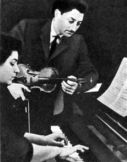 Музыкальный дуэт Азер и Гюляр Рзаевы известен во многих уголках нашей страны