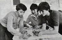 Стенгазету готовят Людмила Святкина, Татьяна Басова и Ольга Шунейкина