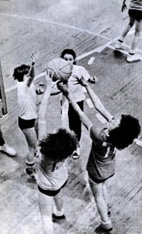 Тренировка баскетболисток петрозаводской ДЮСШ гороно