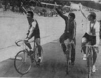 Круг почета (слева направо): Д. Уэллер (Ямайка), А. Панфилов (СССР) и Л. Томе (ГДР)
