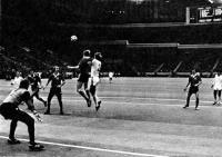 Борьба за мяч в воздухе