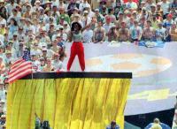 Дайана Росс на открытии чемпионата мира 1994 года в США