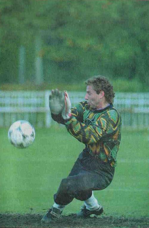 Дмитрий Харин ловит мяч