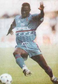 Джордж Веа играет за Милан