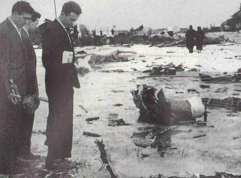 Февраль 1958 г. Оставшиеся в живых футболисты Манчестер юнайтед на месте мюнхенской катастрофы