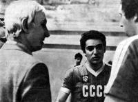 Гарри Каспаров (в центре) и наставник команды шахматистов Игорь Нетто (слева)