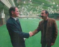 Иожеф Сабо и Валерий Газзаев. Рукопожатие перед финалом