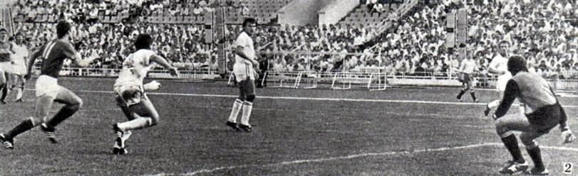 Снимок 2. Мяч направлен в штрафную