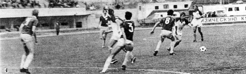 Снимок 4. Заваров повел мяч направо