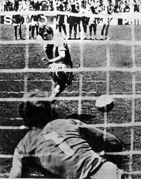 Точный удар Фернандеса поставил победную точку в матче Франция — Бразилия