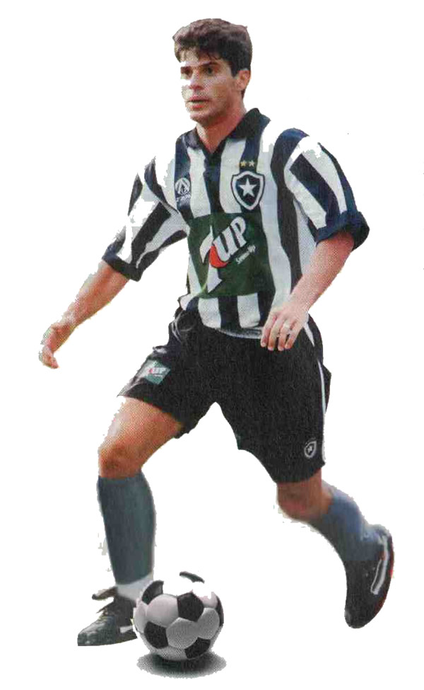 Тулио Умберто с мячом