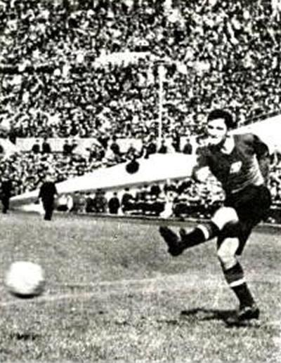 В 1949 году 23-летний Никита Симонян дебютировал в составе московского «Спартака»