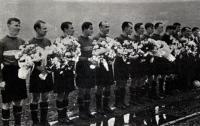 В 35 лет Николай Дементьев (крайний слева) в третий раз стал обладателем Кубка СССР