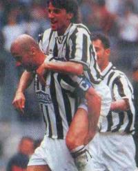 Ювентус на тренировке: Дель Пьеро вверху, Виалли внизу