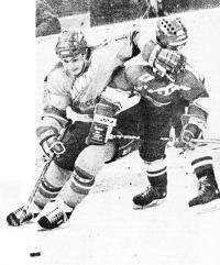 Борьба хоккеистов за шайбу