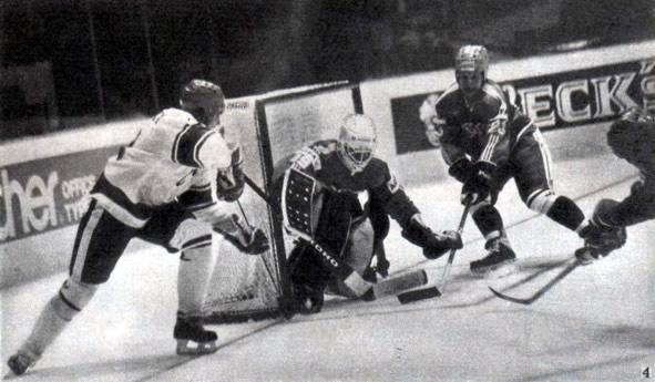 Снимок 4. Дроздецкий подобрался к воротам сборной Финляндии