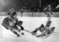 Таким приемом Всевопод Бобров часто обыгрывал хоккейных вратарей
