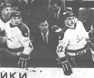 Виктор Тихонов с игроками