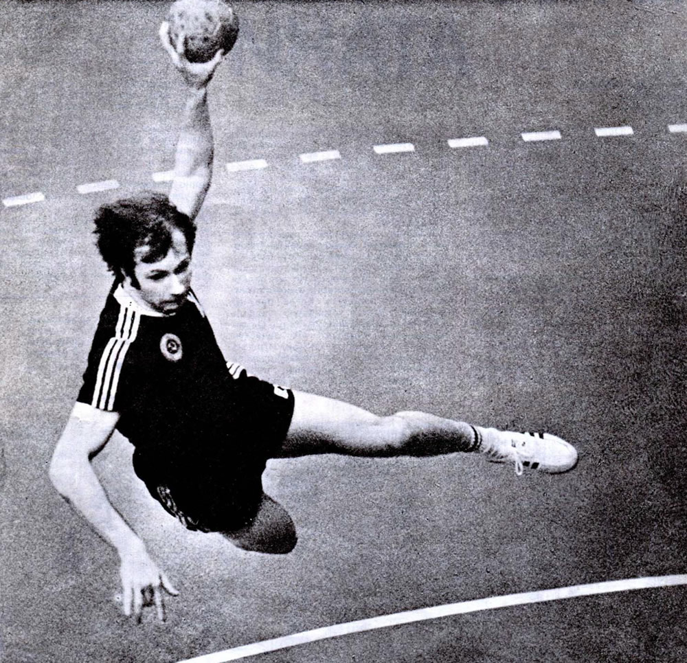 Атакует олимпийский чемпион Анатолий Федюкин