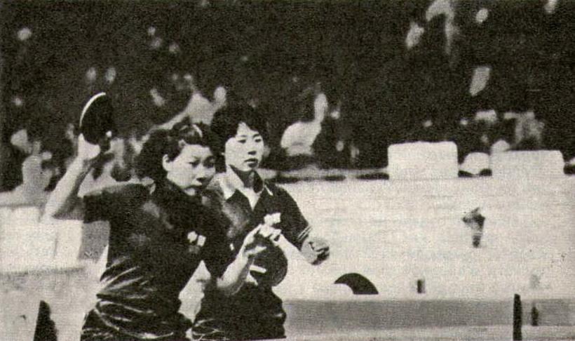 Чемпионки мира в женском парном разряде Дай Лили и Джем Лийуян (КНР)