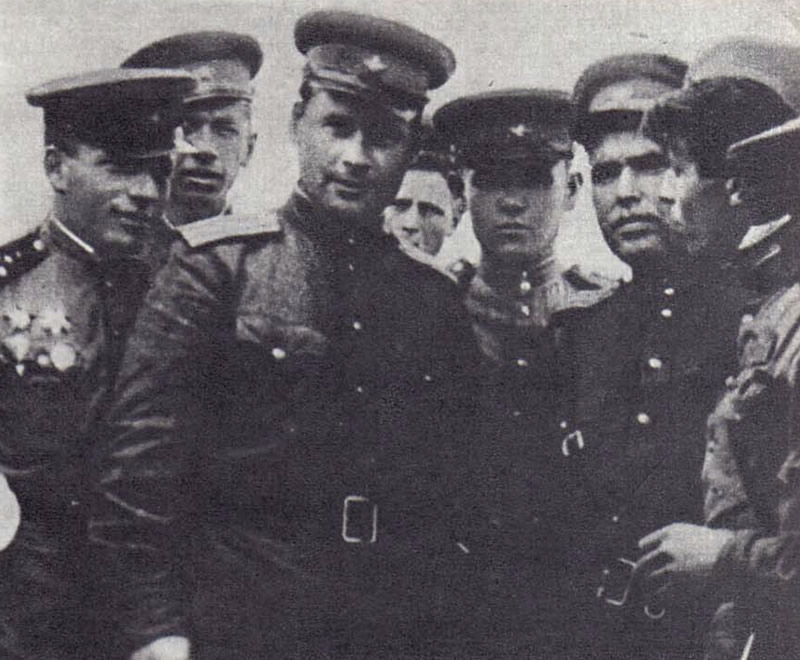 Последние дни войны. Крайний слева — Олег Белаковский