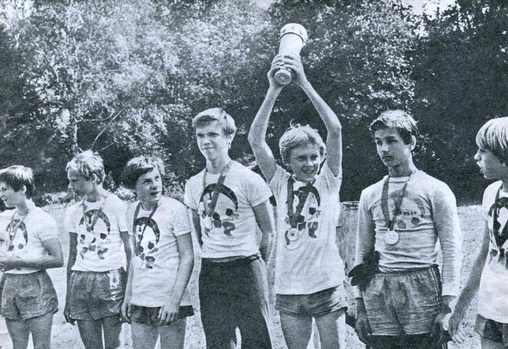 Сборная футболистов лагеря «Мир» обыграла команду лагеря «Юный строитель»
