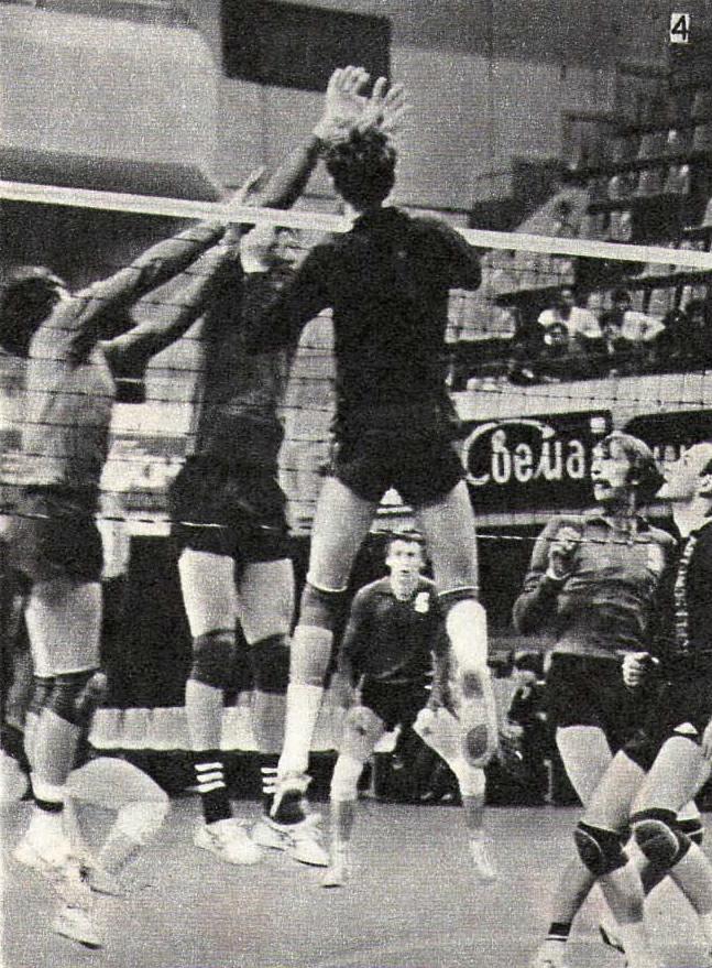 Снимок 4. Мяч был откинут под удар Федяеву (4)