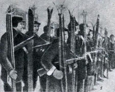 Снимок 5. Лыжный батальон построился он перед отправкой в тыл врага
