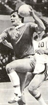 В атаке крайний нападающий гандбольной сборной СССР и минского СКА Юрий Шевцов