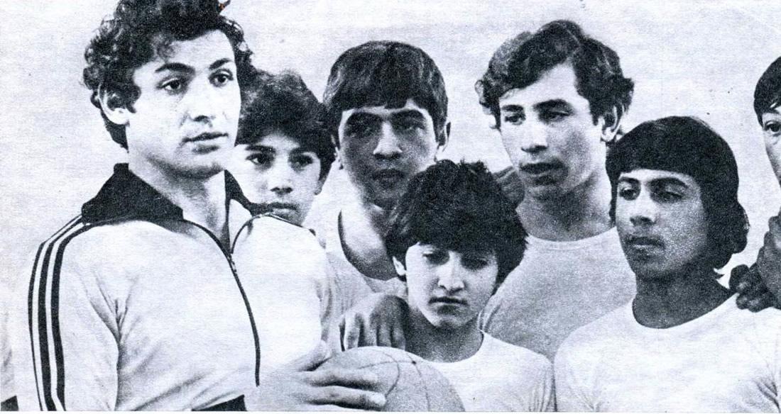 Юрий Варданян с юными волейболистами